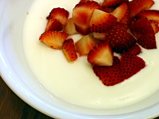 Yogurt w strawberries