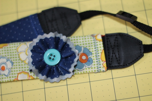 Camera Strap Tutorial: flower embellishment