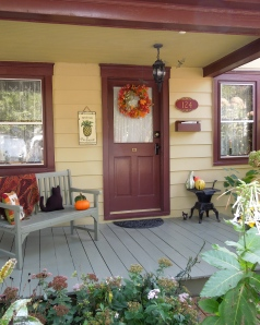 Rust Door & Porch Fall Decor www.GraceElizabeths.com