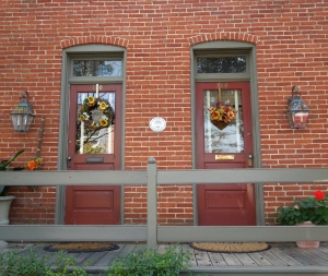 Twin Doors Fall Decor www.GraceElizabeths.com